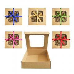 Pudełko prezentowe z okienkiem, wypełnieniem i wstążką